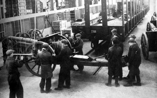 Huta i zakłady mechaniczne Stalowej Woli miały zapewnić armii dopływ nowego sprzętu i odciążyć pracujące już pełną mocą Zakłady Starachowickie.