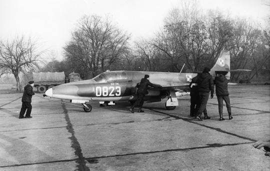 prototyp jednomiejscowej wersji bojowo-rozpoznawczej odrzutowego samolotu szkolno-treningowego TS-11 Iskra. Można go dziś oglądać wLubuskim Muzeum Wojskowym w Drzonowie.