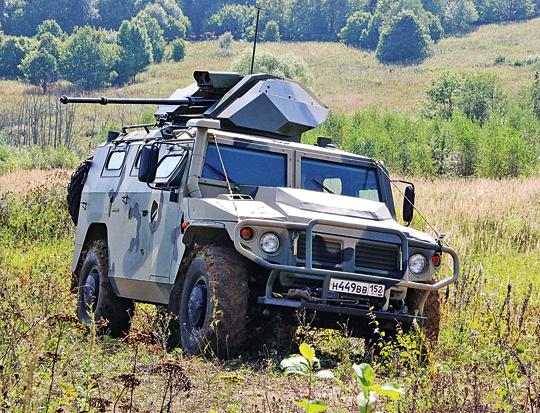 Lekki kołowy wóz bojowy Tigr BRSzM ze stanowiskiem zdalnie sterowanym,będącym dziełem 766. UPTK. Na zdjęciu podczas prób poligonowych, jeszcze bez osłon lufy armaty 2A72.
