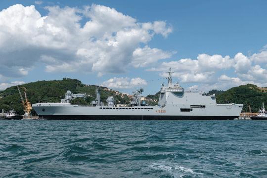Okręt wsparcia logistycznego Vulcano. Ta udana konstrukcja posłużyła do zaprojektowania francuskiego odpowiednika.