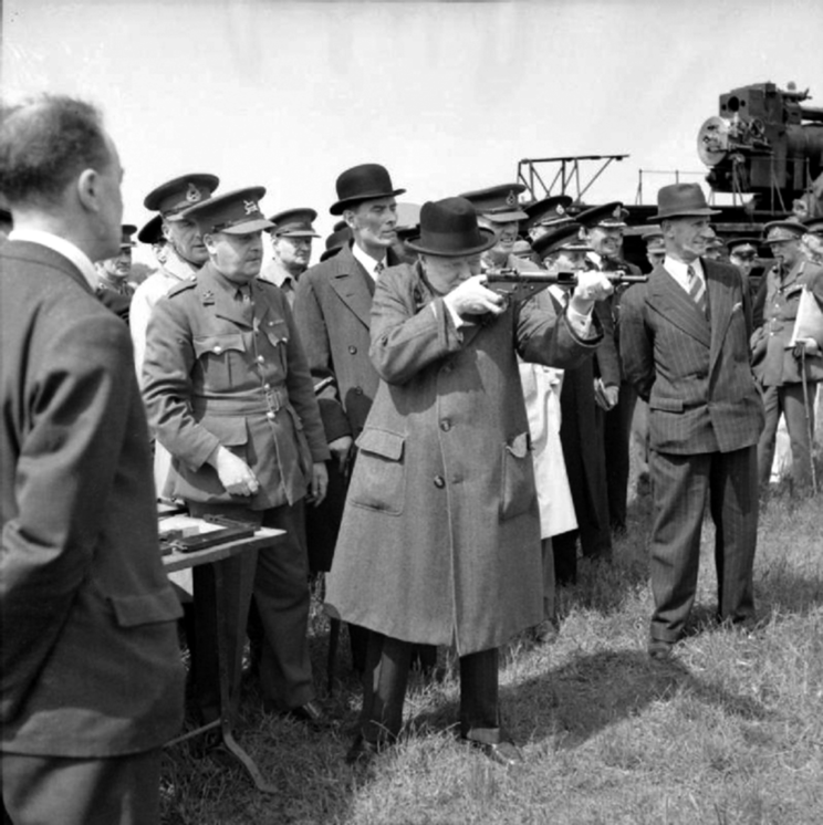 Winston Churchill celuje ze Stena