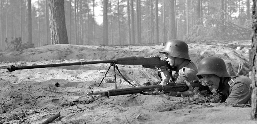 Najbardziej znanym w Polsce karabinem przeciwpancernym jest kb ppanc. wz.35 kal.7,92mm. Po kampanii polskiej 1939 r. zdobyczne egzemplarze kb ppanc wz. 35 były używane przez armię niemiecką oraz jej sojuszników, np. Finów (na zdjęciu).