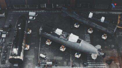 Atomowe okręty podwodne Perle i Saphir rozcięte w stoczni Naval Group w Cherbourgu. Fot. Naval Group