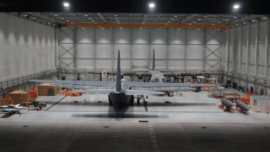 Podpisanie umowy na przejęcie pięciu C-130H dopiero wiosną 2021r. iich zaplanowane przeglądy PDM wBydgoszczy spowodują, że jednocześnie będą tam prowadzone prace przy maszynach obydwu używanych wSiłach Powietrznych wersji. Nie stanowi to problemu, gdyż powierzchnia części obsługowej największego hangaru WZL nr 2 pozwala na wygospodarowanie wnim dwóch stanowisk roboczych.