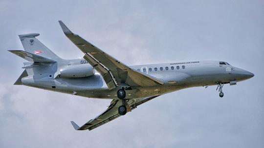 Odrzutowy samolot dyspozycyjny Dassault Falcon 7X z numerem burtowym 607 jest drugą maszyną tego typu, którą węgierskie lotnictwo włączyło do eksploatacji w 2018 r.