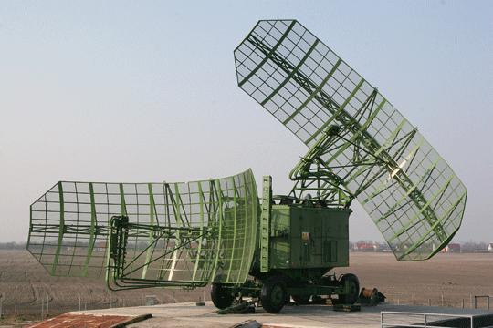 Zmodernizowana ostrzegawcza stacja radiolokacyjna P-37MSK (1RL139MSK) na pozycji bojowej w Słowacji Zachodniej.