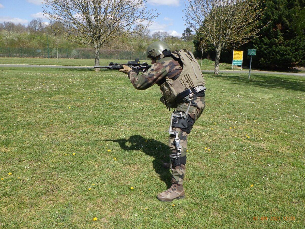 Francuskie wojska lądowe testują egzoszkielety pasywne. Fot. Armée de terre.
