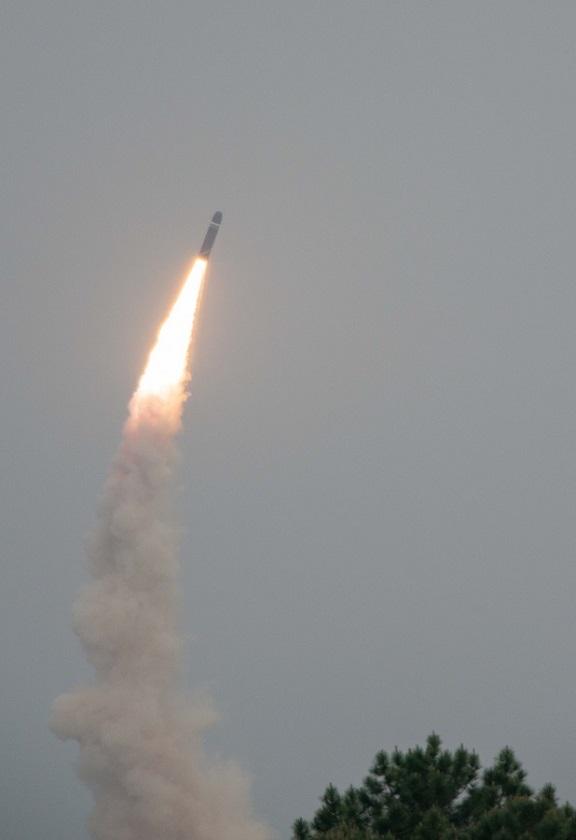 Zbliżenie na startujący pocisk M51. Fot. DGA.