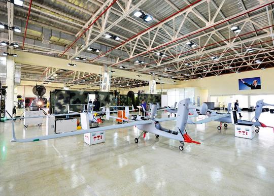 BSP Aerostar zmontowane na licencji izraelskiego Aeronauticsa, sfotografowane podczas wizyty prezydenta Alijewa wzakładach AZAD Systems we wrześniu 2016 r.
