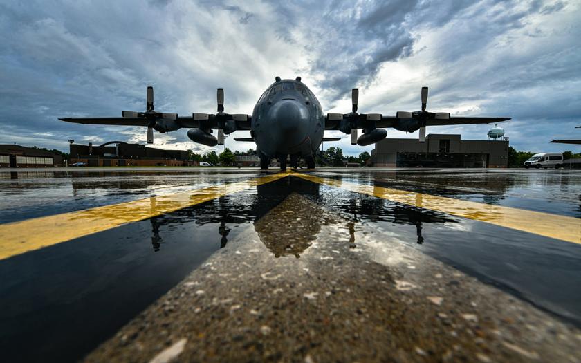 12 kwietnia Ministerstwo Obrony Narodowej podpisało umowę zrządem Stanów Zjednoczonych wsprawie przejęcia pięciu używanych transportowców C-130H Hercules.