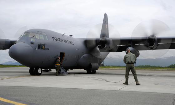 Pozyskane C-130H dołączą do pięciu średnich samolotów transportowych C-130E (na zdjęciu), które już są eksploatowane wSiłach Powietrznych. Oznacza to, że przez najbliższe lata Polska będzie miała do dyspozycji 10 maszyn tego typu.
