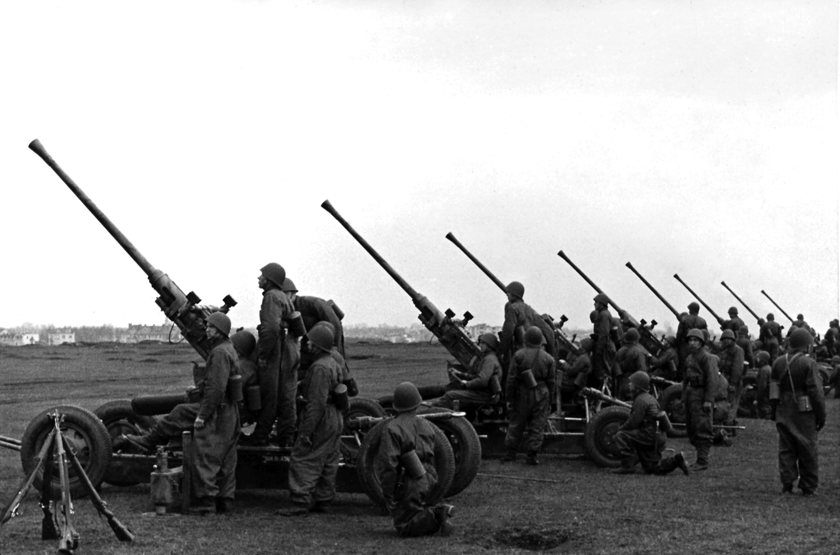 Najważniejszym wyrobem produkcji zbrojeniowej COP okazały się armaty przeciwlotnicze. Nazdjęciu 40 mm armaty wz. 36, wytwarzane wPolsce na licencji firmy Bofors.