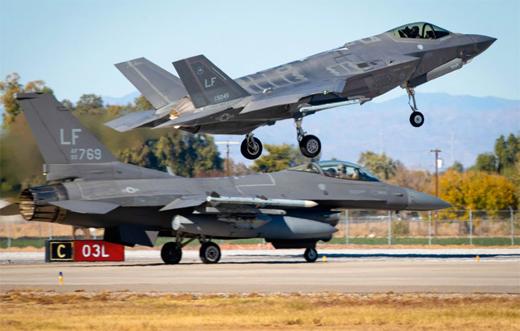 F-16C Block 42 z 310. Dywizjonu oraz F-35A z 61. Dywizjonu z 56. Skrzydła Myśliwskiego z Luke AFB w Arizonie. Skrzydło podlega Air Education and Training Command.