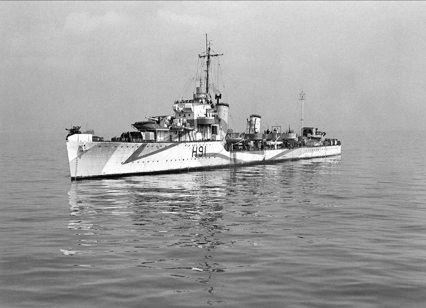 Niszczyciel HMS Bulldog – jeden z okrętów, które przechwyciły U 110, na którym zdobyto maszynę szyfrującą Enigma i książki kodów.