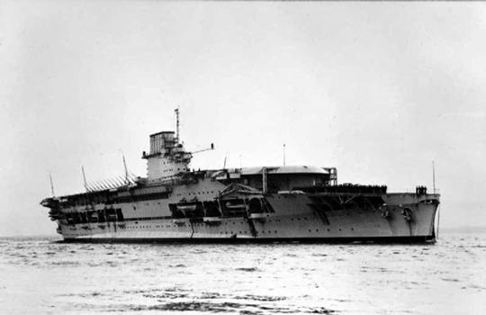 Brytyjski lotniskowiec HMS Courageous zatopiony przez okręt podwodny U 29 dowodzony przez kpt. mar. Otto Schuharta 17 września 1939 r. na Atlantyku.
