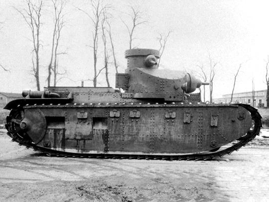 Prototypy M1921 i M1922 (na zdjęciu) były pierwszym podejściem do zbudowania amerykańskiego czołgu średniego do wsparcia piechoty na polu walki. Do ich niepowodzenia w znacznej mierze przyczynił się nieodpowiedni silnik, pochodzący z małych jednostek morskich.