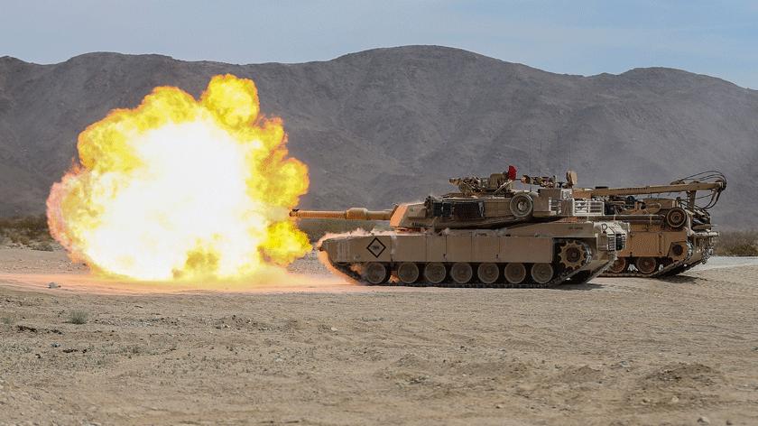 Co pewien czas powraca idea pozyskania dla polskich pododdziałów pancernych czołgów M1 Abrams znadwyżek sprzętowych Sił Zbrojnych Stanów Zjednoczonych. Niedawno znów zaczęto ją rozważać wkontekście potrzeby szybkiego wzmocnienia potencjału Sił Zbrojnych RP na tzw. ścianie wschodniej. Na zdjęciu czołg M1A1 US Marine Corps.