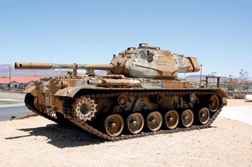Pierwsze seryjne M47 Patton miały cylindryczne hamulce wylotowe pełniące jednocześnie funkcję tłumika płomieni. Szybko wymieniono jenahamulce poprzeczne, w kształcie litery T.