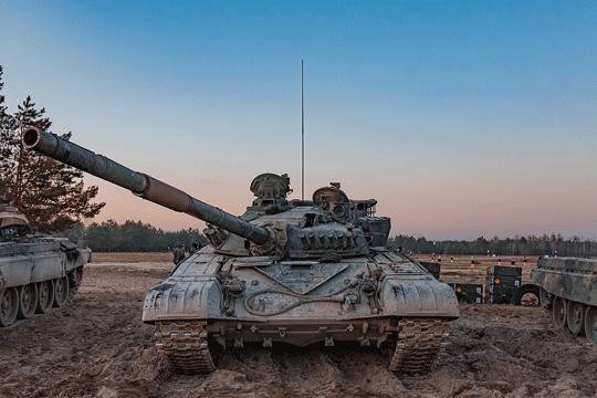 Według zwolenników zakupu Abramsów wozy te miałyby zastąpić przestarzałe T-72M/M1 (nawet zmodyfikowane do standardu M1R mają znikomą wartość bojową), a w dalszej perspektywie nieco nowocześniejsze PT-91.