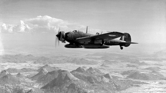 Samolot bombowy Vickers Wellesley z 47. dywizjonu RAF nad erytrejskimi górami.