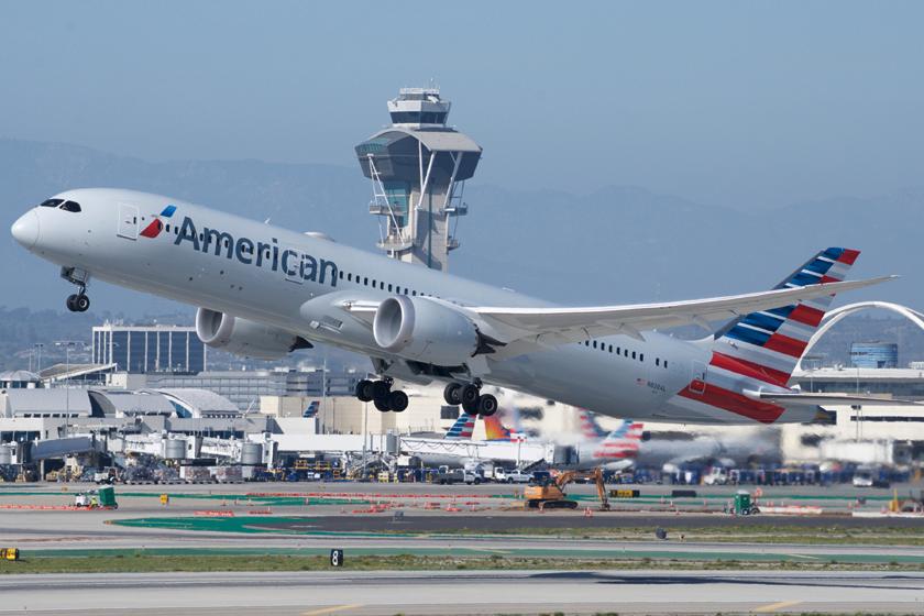 PL Los Angeles obsłużył 28,78 mln pasażerów i w odniesieniu do roku poprzedniego utracił 59,3 mln osób (-67,3%). Na zdjęciu B787 linii American Airlines podczas jednego z rejsów do tego portu.