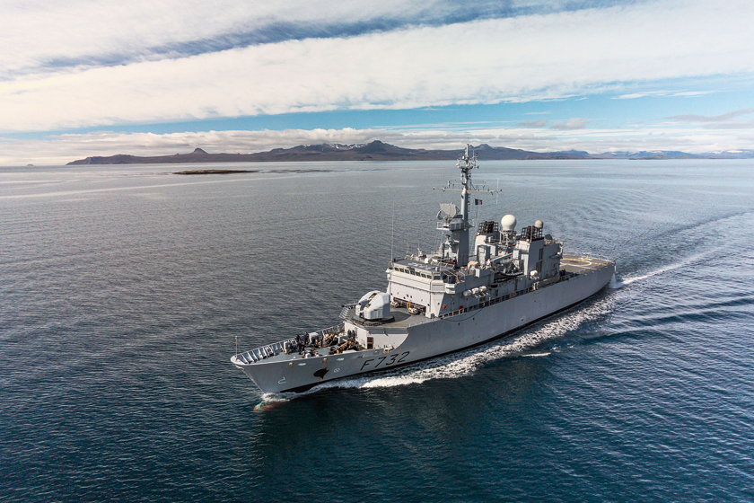 Do największych jednostek pływających Marine nationale operujących na stałe z baz na Pacyfiku należą 93-metrowe fregaty patrolowe typu Floréal o wyporności pełnej 3000 ton. Jedną z nich jest, służąca od 1992 r., Nivôse (F732) z Reunionu.