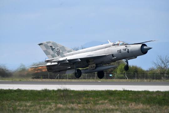 WChorwacji Rafale mają zastąpić obecnie używane samoloty MiG-21bisD/UMD, których resursy techniczne ostatecznie wyczerpią się w2024r.