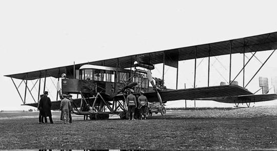 Sławę Sikorskiemu przyniósł pierwszy wświecie samolot czterosilnikowy S-21 Russkij Witiaź (początkowo wwersji dwusilnikowej nazywany Le Grand iBolszoj Bałtijskij), oblatany 13 maja 1913r. Jego rozwinięciem były bombowce ciężkie Ilja Muromiec.