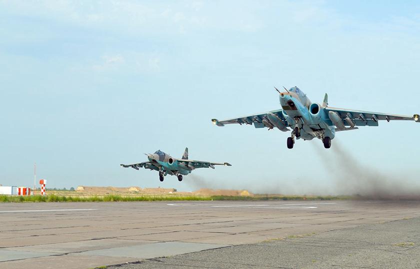 """Su-25 SP Azerbejdżanu. Jeden taki samolot został zestrzelony na pewno, ale uwzględniając dużą """"żywotność"""" Su-25, nie można wykluczyć także uszkodzenia innych Su-25, któym udało się powrócić do bazy."""
