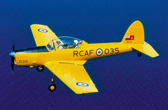 Seryjne samoloty Chipmunk kanadyjskiego lotnictwa wojskowego wyróżniała kroplowa osłona kabiny pilotów. Fot. RCAF
