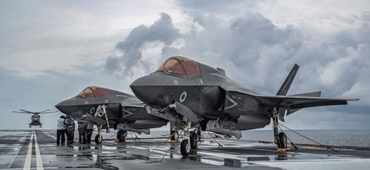 Zgodnie z planami F-35B (na zdjęciu) miały zastąpić samolotów myśliwsko-bombowe Tornado i szturmowe Harrier, ostatecznie przejmą zadania tylko tych ostatnich.
