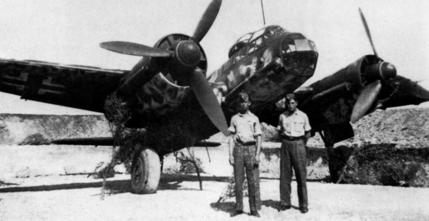 Samolot torpedowy Ju 88 A-17 na jednym z lotnisk Luftwaffe we Włoszech.