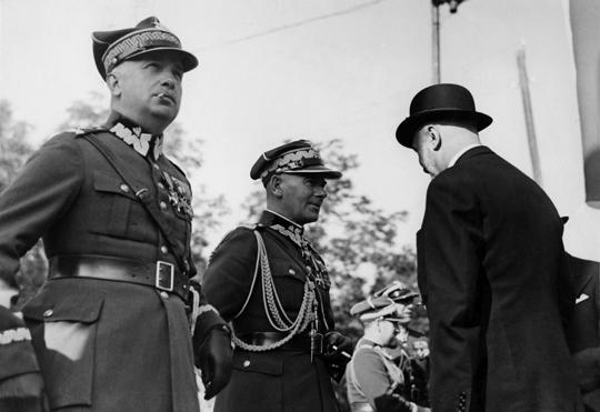 Wobec wytypowania gen. Edwarda Śmigłego-Rydza na stanowisko Generalnego Inspektora Sił Zbrojnych drugi z kandydatów – gen. Kazimierz Sosnkowski, podjął się zadania przewodniczenia KSUS.
