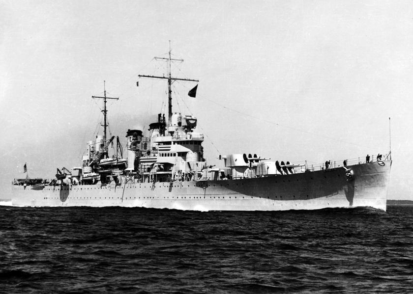 """Krążownik lekki USS Boise po dostarczeniu brytyjskich spadochroniarzy do Tarentu (operacja """"Slapstick"""") pospieszył do Zatoki Salerno, gdzie swoim ogniem wspierał wojska desantowe."""