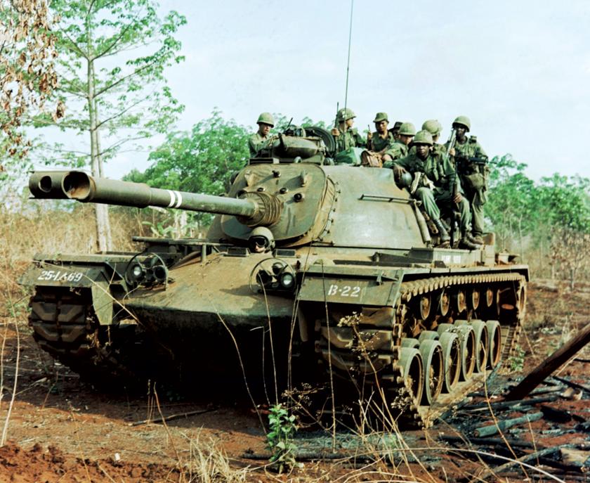 M48 (na zdjęciu w wersji M48A3), był ostatnim amerykańskim czołgiem średnim (Medium Tank), kolejny bowiem Patton – M60, został sklasyfikowany jako czołg podstawowy (Main Battle Tank).