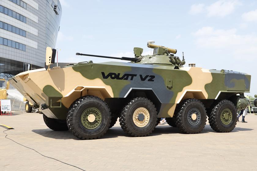 Gwiazdą tegorocznej mińskiej wystawy MILEX-2021 był prototyp kołowego bojowego wozu piechoty BTR-V2 (Volat V2).