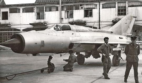 Wyremontowany przez dęblińskie zakłady samolot MiG-21 (94, E-7 SPS).