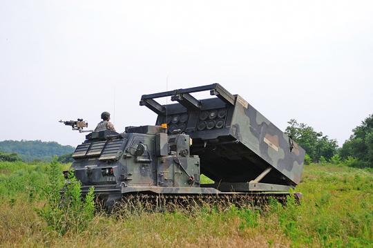 US Army iUS Marine Corps używają obecnie kilkuset artyleryjskich wyrzutni rakietowych – starszych icięższych M270A1MLRS…