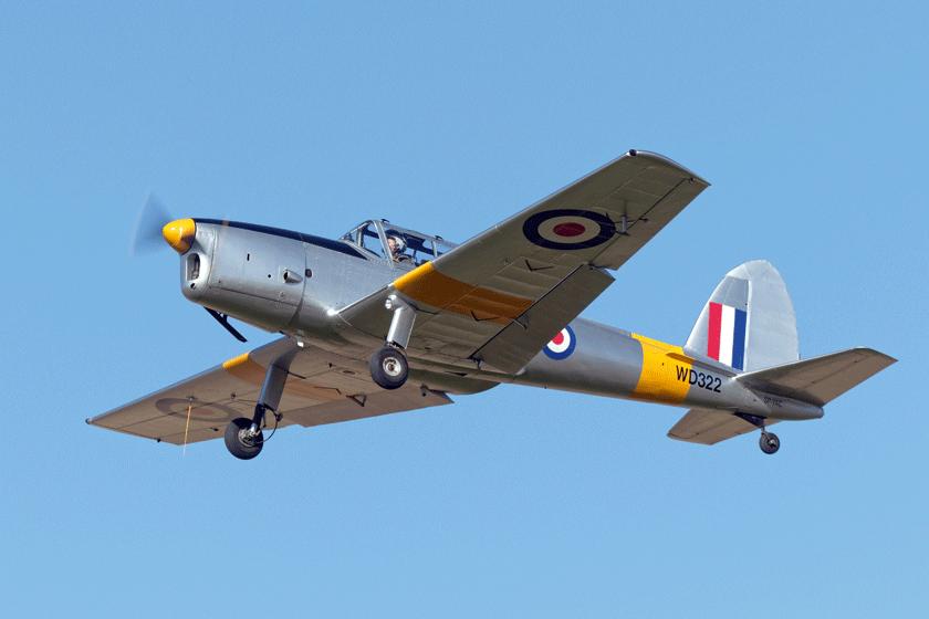 Polski Chipmunk nosi barwy samolotu WD322 z RAF Training Command, który 31 stycznia 1951 r. pilot 300. Dywizjonu PSP Tadeusz Wierzbowski przeprowadził z wytwórni do jednostki szkolnej.