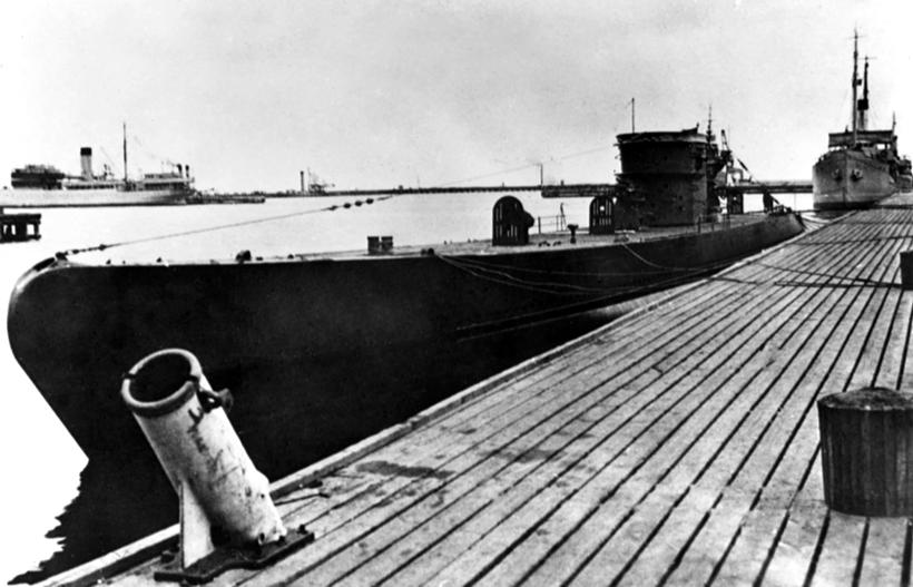 """Niemiecka """"Mleczna Krowa"""" (typ XIV) – U 464 –zaopatrująca od 1942 r. na Atlantyku inne okręty podwodne w paliwo, torpedy i żywność."""