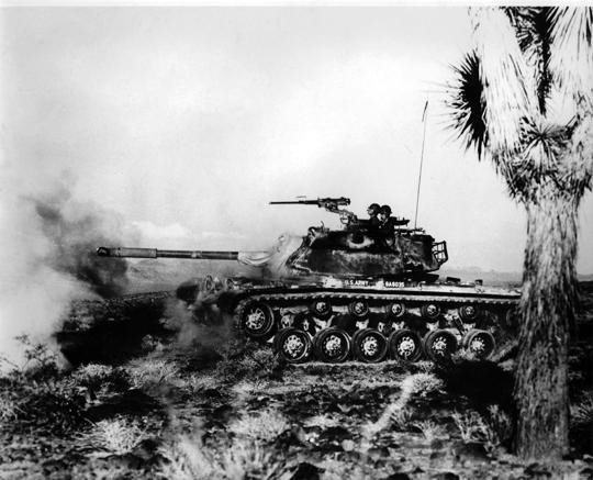 W dywizji piechoty typu Pentomic był wielki batalion pancerny, złożony z aż pięciu kompanii czołgów po 17 wozów w każdej. Wraz z plutonem rozpoznawczym (2 czołgi i 5 transporterów opancerzonych M59) i 5 czołgami w dowództwie batalionu, dawało to imponującą liczbę 92 wozów bojowych.